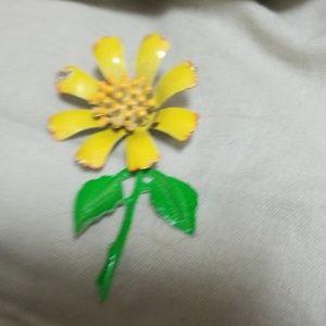 Jewelry - Daisy Lapel Pin